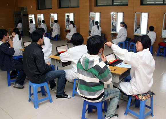 青岛大学新生入校视力体检
